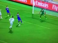 Ronaldo tenta golo de letra