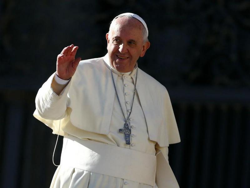 Papa faz 78 anos: demonstrações de carinho na Praça de S. Pedro (REUTERS/Tony Gentile)