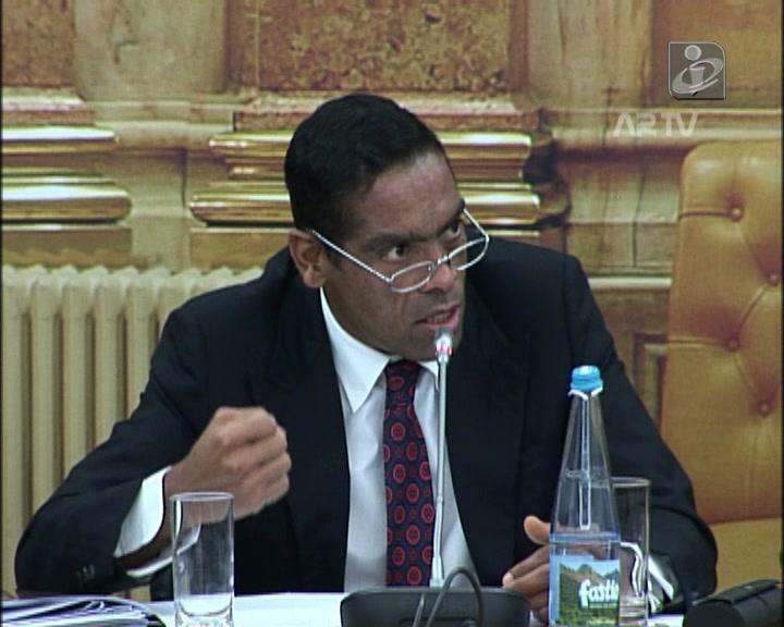 """Sobrinho pergunta pelo """"buraco"""" do BESA se o dinheiro ficou em Portugal %7B0%7D&w=171"""