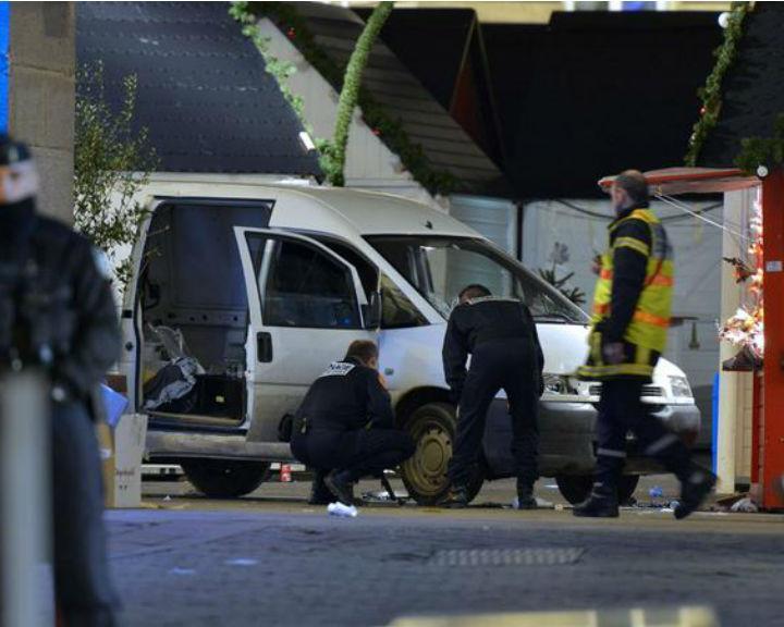 Homem atropela 10 pessoas em Nantes, França