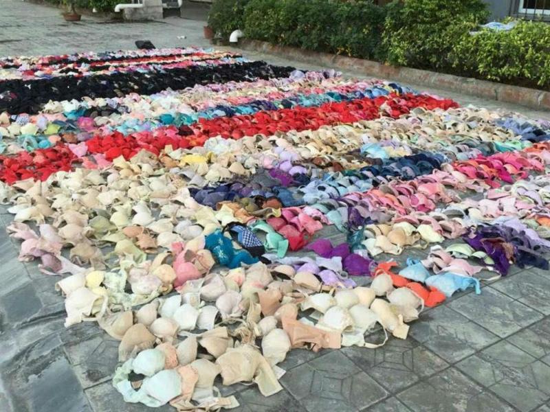 Polícia mostra duas mil peças de roupa interior feminina roubadas (Reuters)
