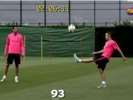 Xavi, Iniesta e Busquets mostram o que é controlo de bola