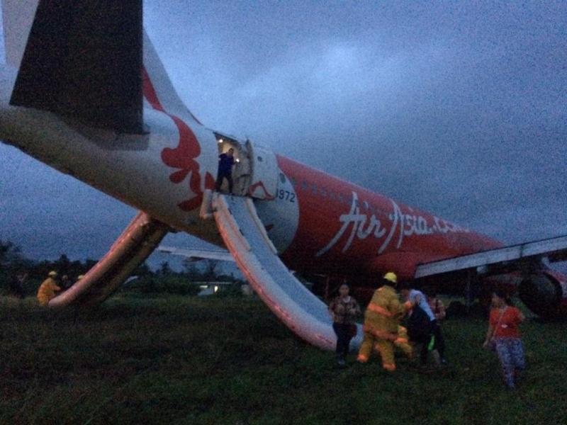 Avião da AirAsia sai da pista no aeroporto de Kalibo (Reprodução / Twiiter Jet Damazo-Santos)