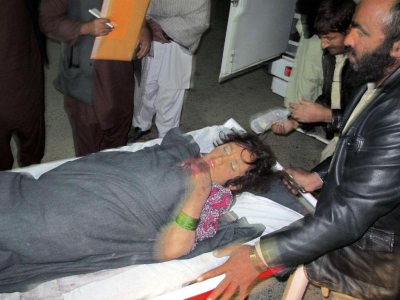 Jovem ferida por rocket num casamento (REUTERS)