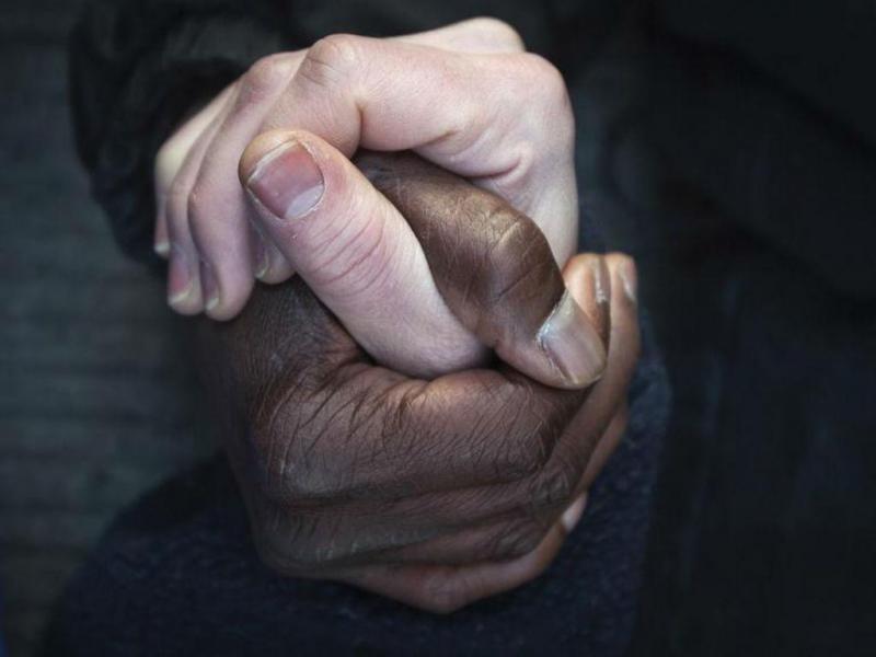 3 DE JANEIRO: Protesto em Nova Iorque contra a cobertura tendenciosa de alguns media aos casos de violência policial contra negros. Milhares de pessoas manifestaram-se nas principais cidades dos EUA para denunciar o racismo da polícia americana, na sequência dos acontecimentos de agosto de 2014, que resultaram na morte de jovens negros desarmados, amplificados quando a justiça decidiu não acusar os agentes implicados, todos de raça branca (REUTERS/Carlo Allegri)