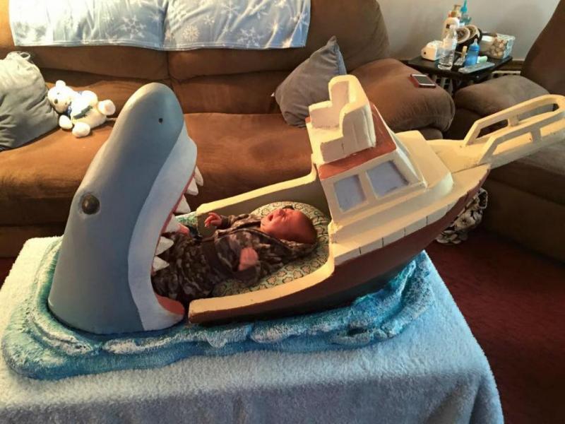 Fã de «Tubarão» faz berço inspirado no filme (Foto: Mark Melaccio/Facebook)