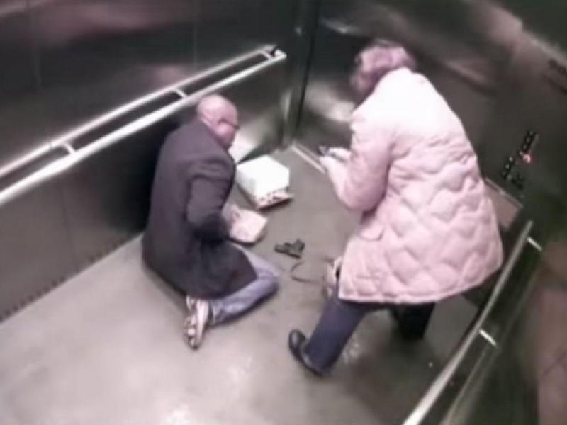 Polícia dispara sobre si próprio (Reprodução/Youtube)