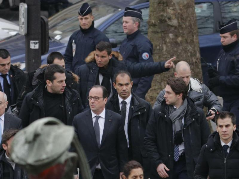 François Hollande à chegada ao local do tiroteio (REUTERS)