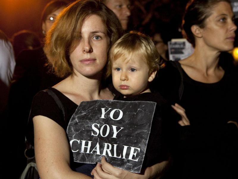 Homenagens às vítimas do massacre no «Charlie Hebdo»