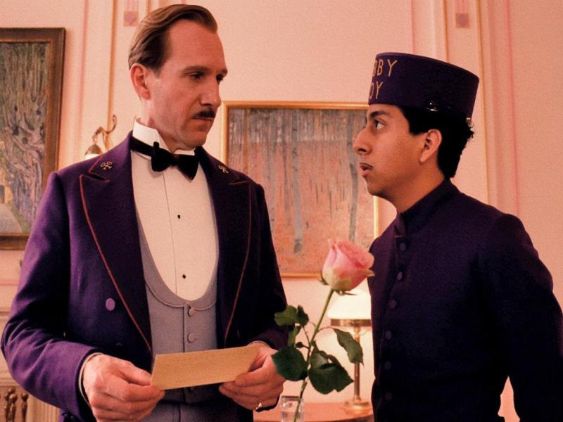 Ralph Fiennes eTony Revolori em «The Grand Budapest Hotel» (Reprodução /Fox Searchlight Pictures)