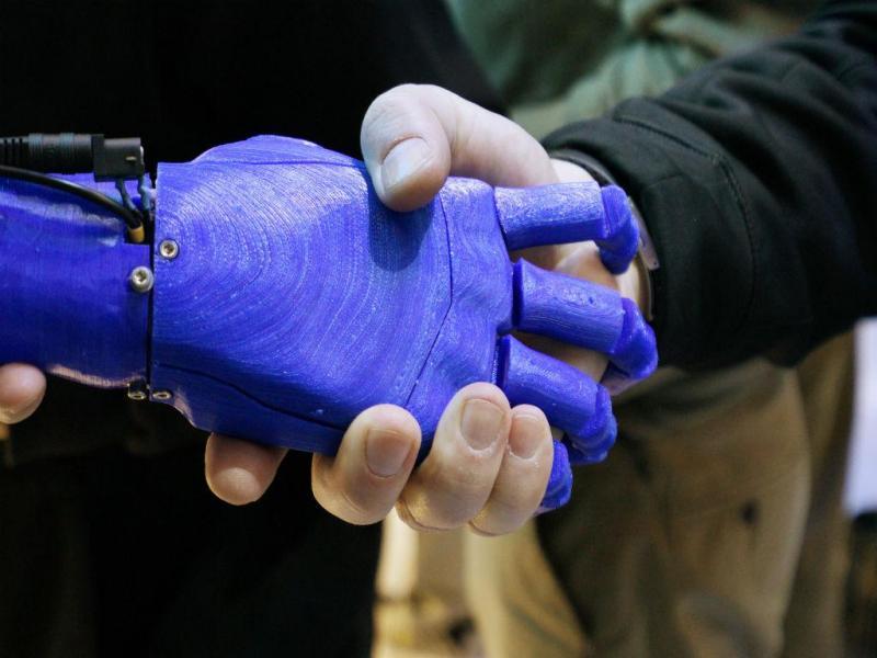 Mão robô (Reuters)