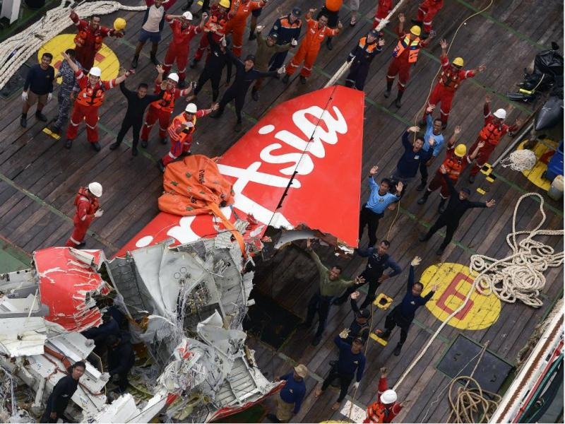 AirAsia: recuperada cauda da aeronave [Reuters]