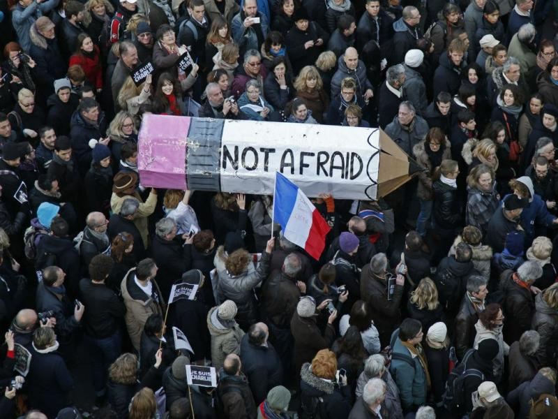 Milhares na marcha de solidariedade em Paris (Reuters)