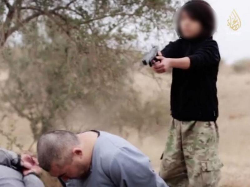 Vídeo mostra criança a executar espiões (Reprodução mashable.com)