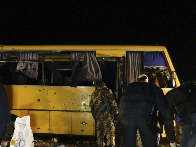 Ataque a autocarro faz dez mortos no leste da Ucrânia (REUTERS)