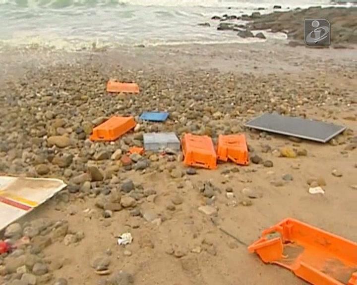 Os destroços da embarcação que naufragou