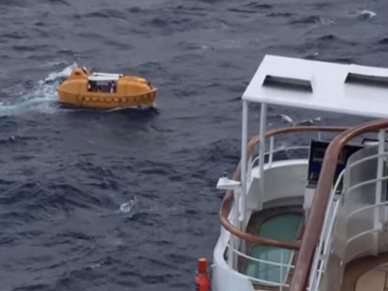 Cruzeiro da Disney resgata homem que caiu ao mar (Reprodução/ Youtube)