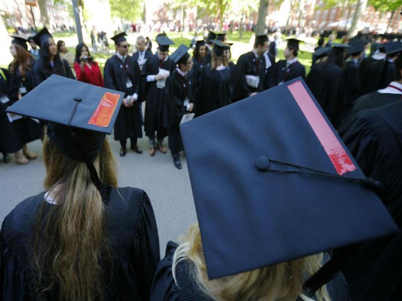Finalistas da Universidade de Harvard prestam solidariedade às vítimas de abuso sexual (REUTERS)