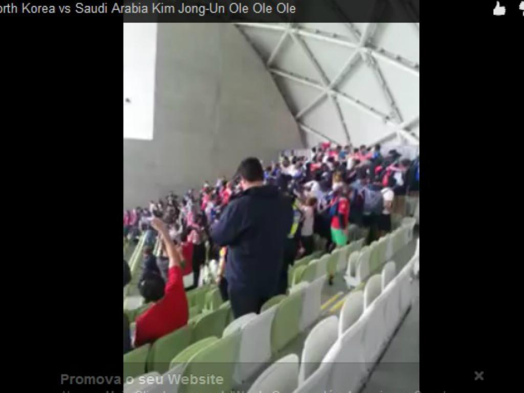 Coreanos cantam pelo líder