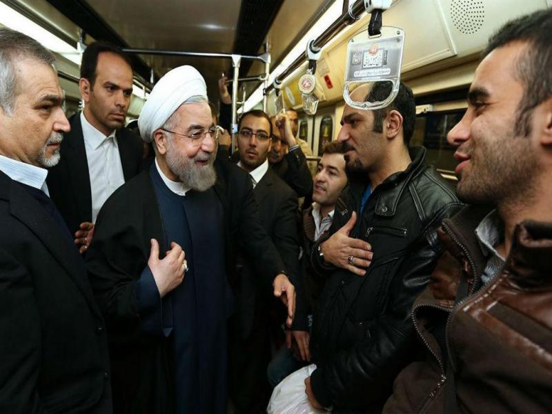 Presidente iraniano surpreende passageiros no metro no «Dia nacional do ar limpo» (LUSA/EPA)