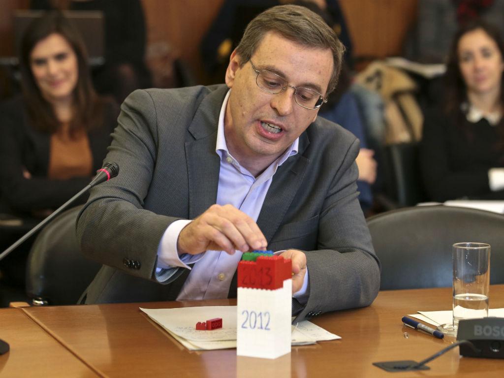 Paulo Sá explica impostos à ministra das Finanças (ANTÓNIO COTRIM/LUSA)