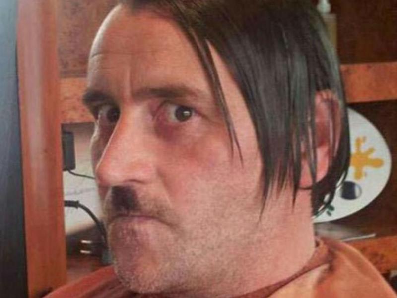 Lutz Bachmann caracterizado de Hitler (TWITTER)