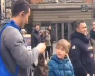 Cristiano Ronaldo disfarça-se para surpreender um fã