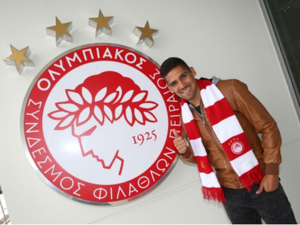 Jara oficializado (fonte: site do Olympiakos)