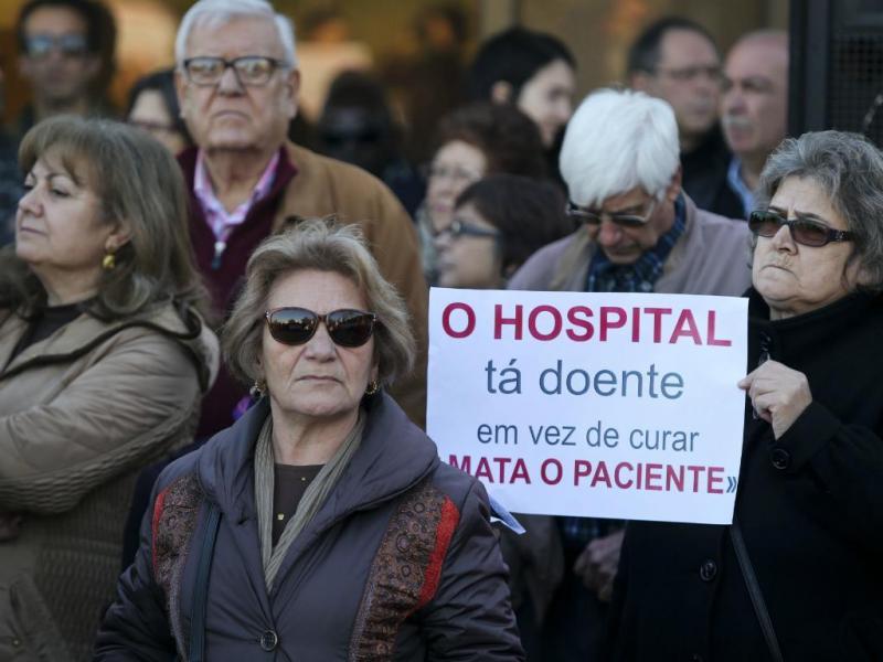 Garcia de Orta: manifestantes pedem demissão do ministro da saúde