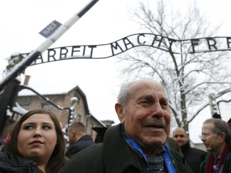 Mordechai Ronen do Canadá - Sobreviventes visitam Auschwitz [Reuters]