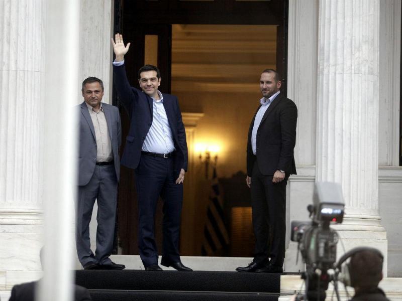 Novo PM grego, Alexis Tsipras, chega à residência oficial, em Atenas (REUTERS/Giorgos Kontarinis)