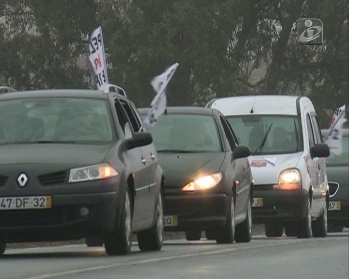 Centenas exigem reinício das obras no IP2 e na A26