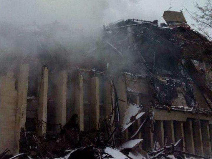Fogo destrói biblioteca histórica (Twitter)
