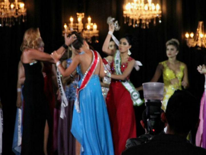 Candidata derrotada arranca coroa da cabeça da Miss Amazonas (Twitter)