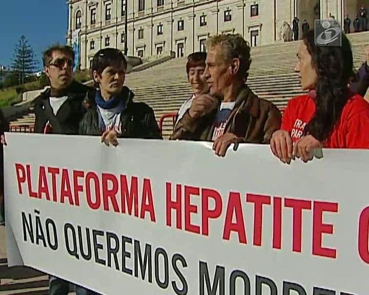 Hepatite C: doentes manifestam-se na Assembleia