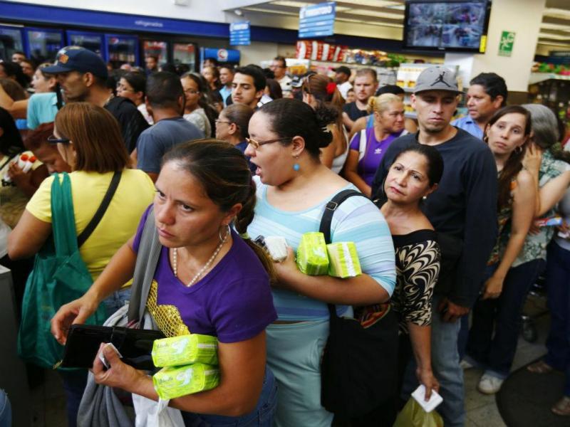 Filas nos supermercados da Venezuela (Reuters)