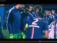 Thiago Silva dá o casaco a uma criança