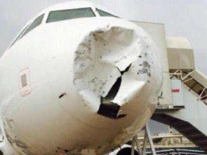 Avião da TAM danificado por tempestade de granizo (Reprodução Twitter)