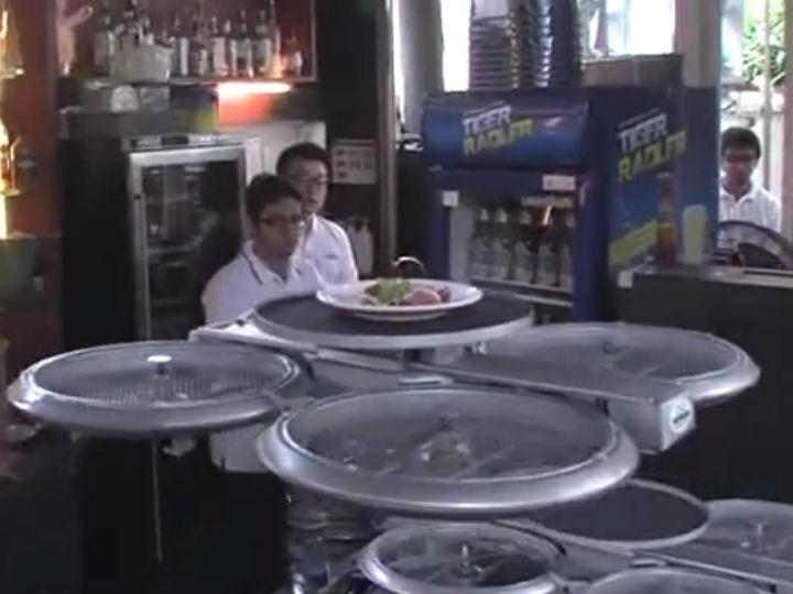 Drones servem clientes em restaurantes de Singapura