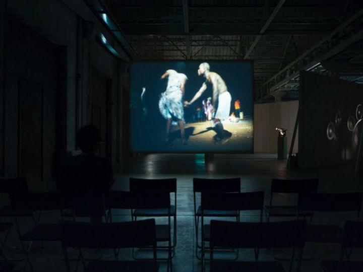 Exposição «Papagaio» [Foto: Camden Arts Centre]