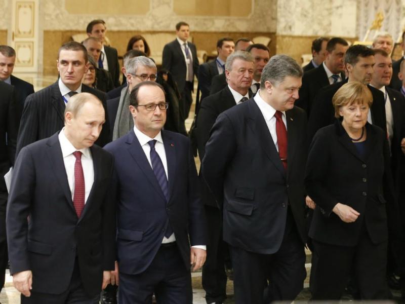 Vladimir Putin, Francois Hollande, Peter Poroshenko e Angela Merkel - Encontro de Líderes em Minsk [Reuters]