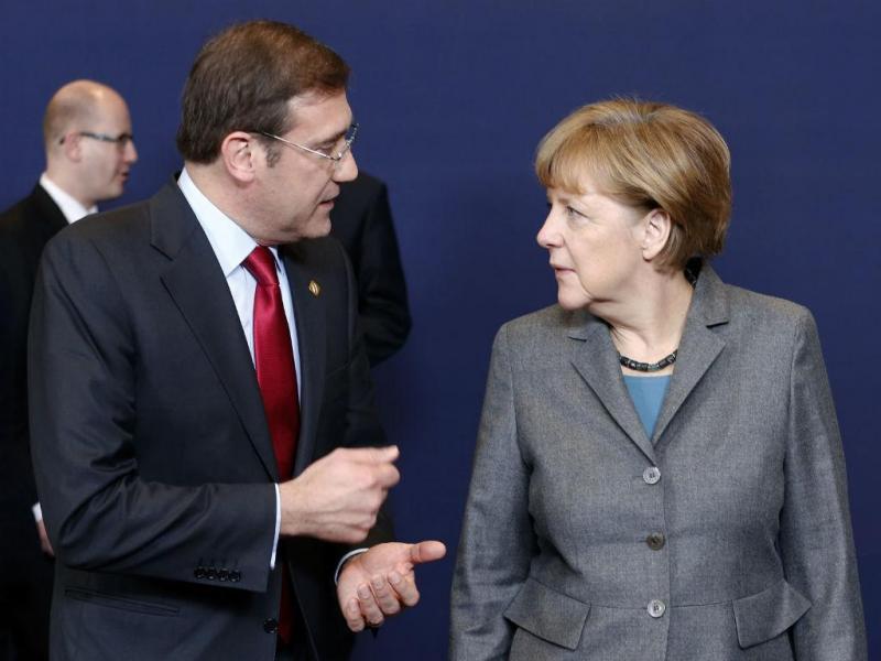 Passos Coelho e Angela Merkel em Bruxelas (Reuters)