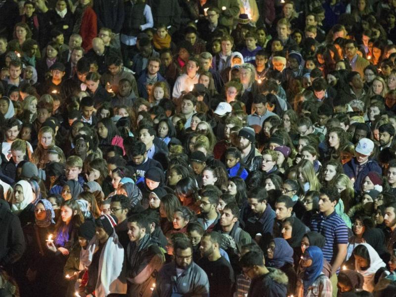 Milhares nos funerais dos estudantes muçulmanos mortos nos EUA [Reuters]