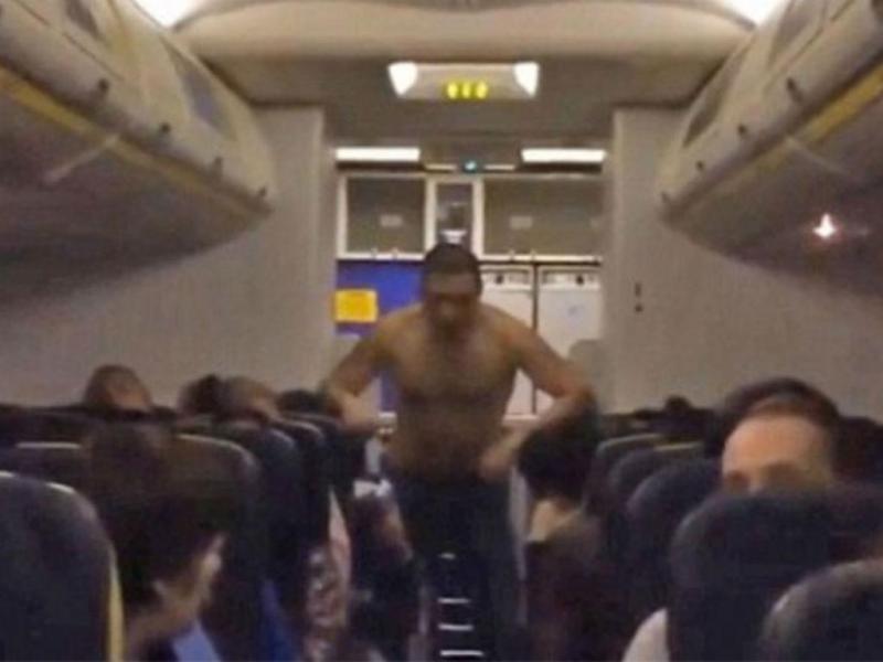 Passageiro bêbado obriga a aterragem de emergência (Reprodução Vídeo)