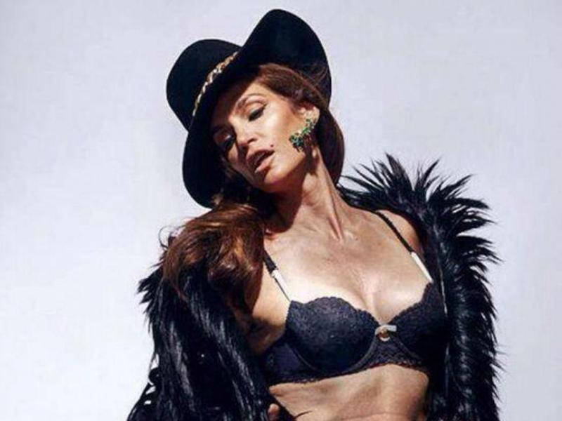Cindy Crawford posa sem retoques aos 47 anos (Foto: Twitter)