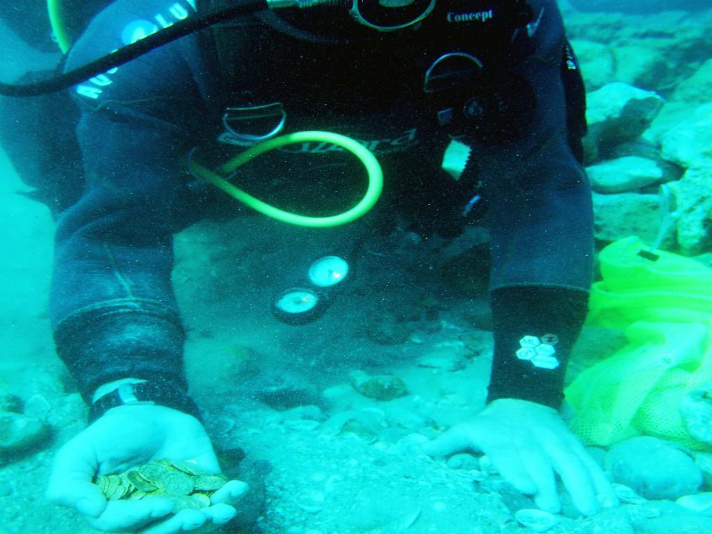 Mergulhador na costa do mediterrâneo (EPA
