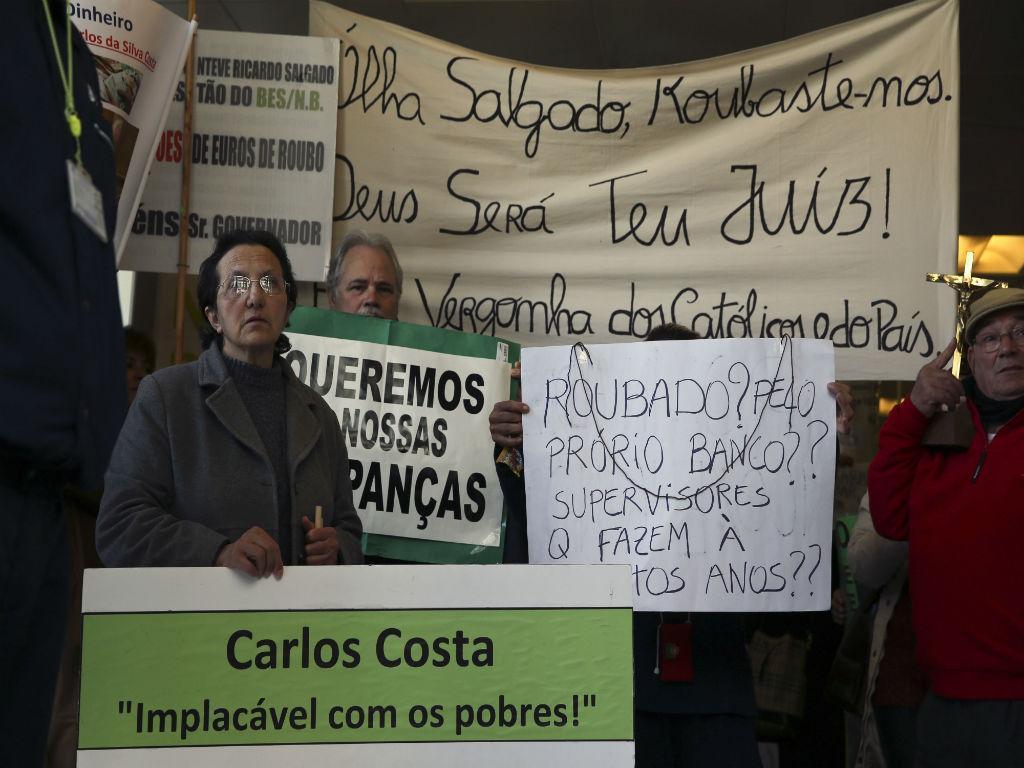 Clientes invadiram sede do Novo Banco em Coimbra (Lusa)