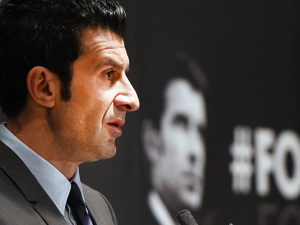 Luis Figo apresenta a sua candidatura (EPA/ Andy Rain)