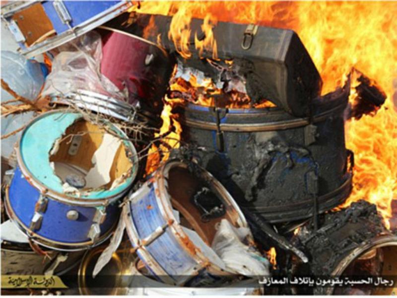Estado Islâmico queima instrumentos musicais na Líbia