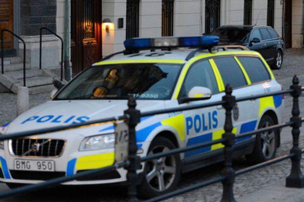Polícia na cidade sueca de Bromolla (Foto: Twitter)